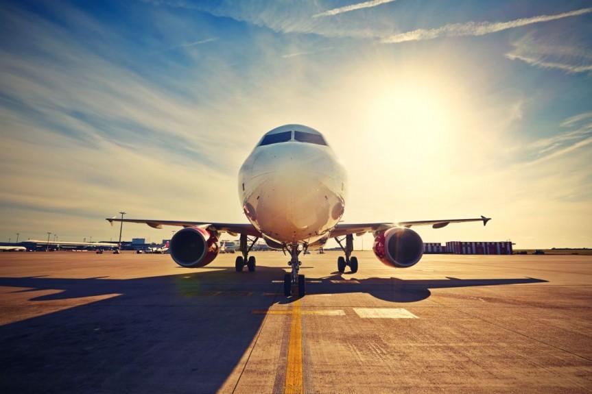 Samolotem czy autokarem? Jaki środek transportu wybrać jadąc na wakacje?